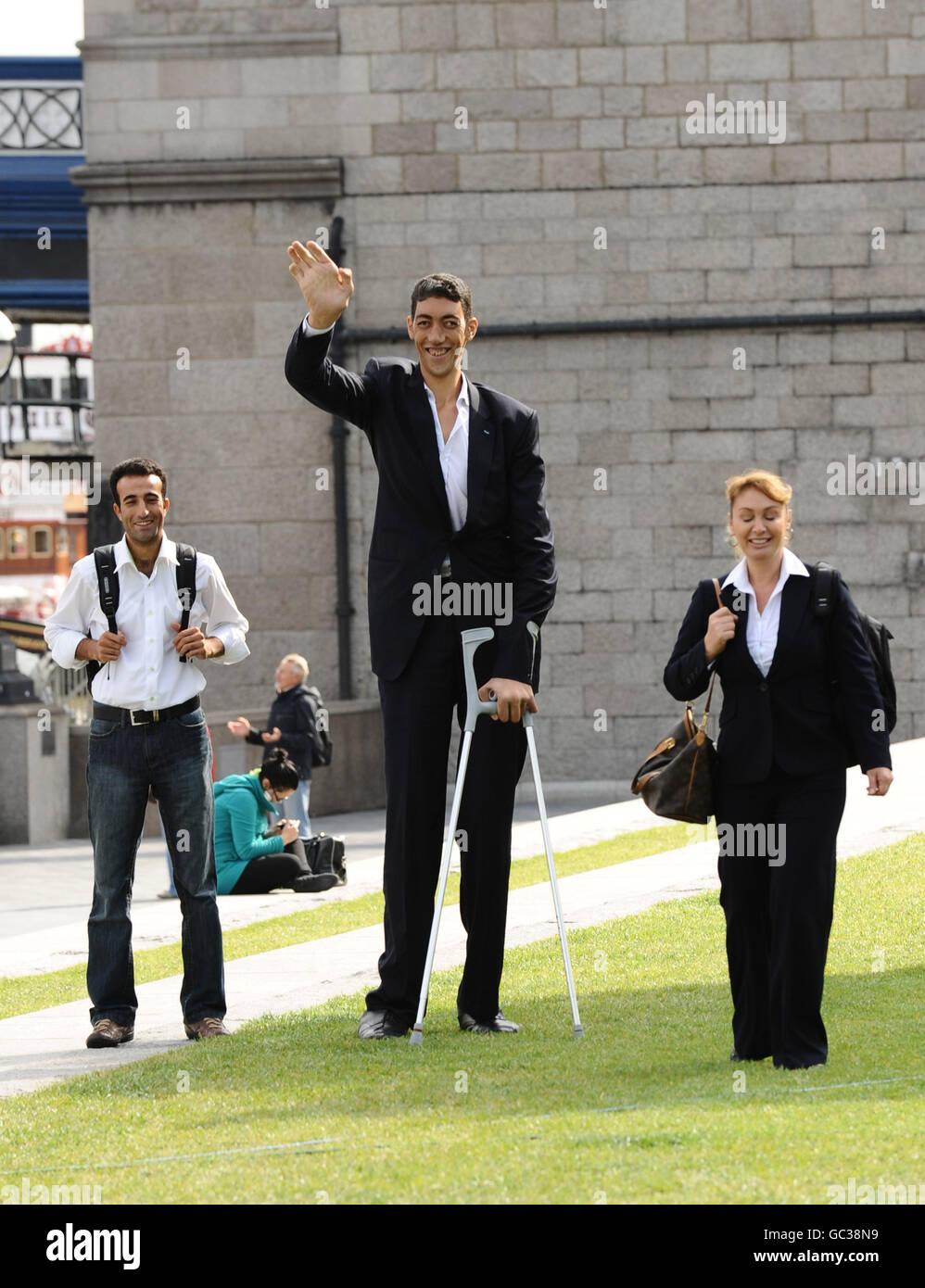World S Most Beautiful: World's Tallest Man Stock Photos & World's Tallest Man