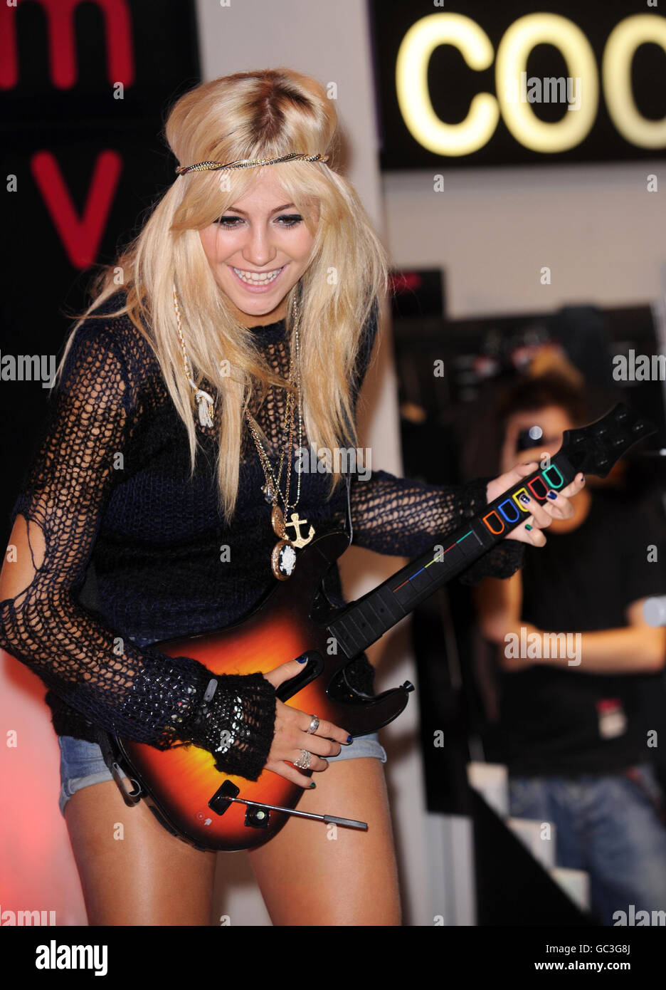 Pixie Lott Guitar Hero 5 photocall - London - Stock Image