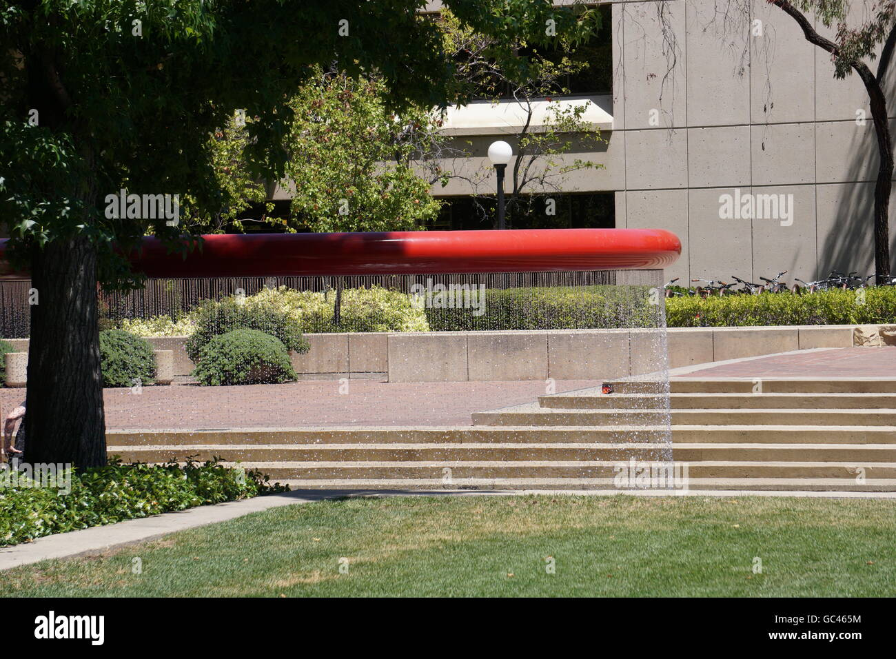 Modern water fountain on Stanford campus on a hot summer day, California - Stock Image