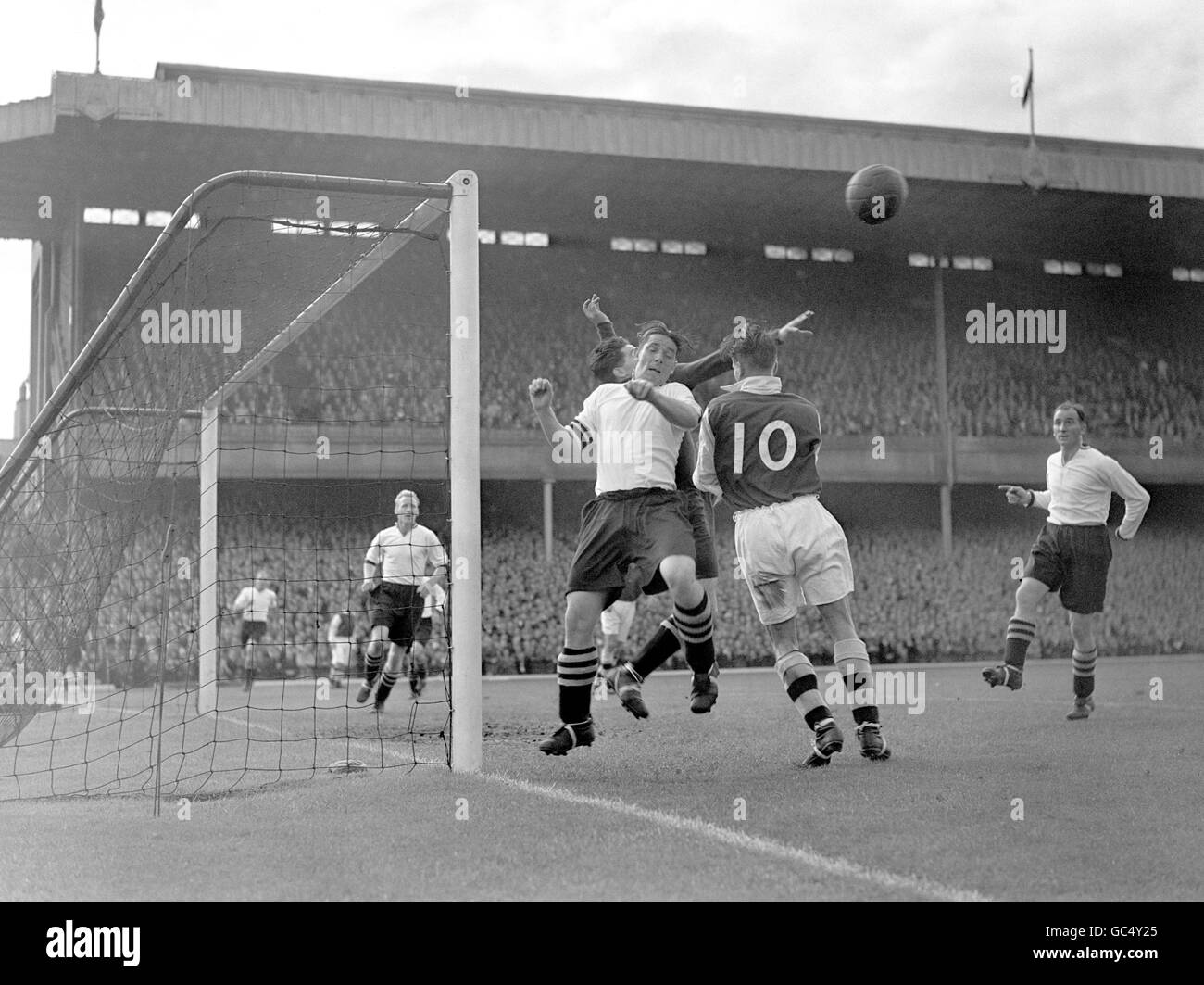 Soccer - League Division One - Newcastle v Aston Villa - St.James' Park - Newcastle - 1948 - Stock Image