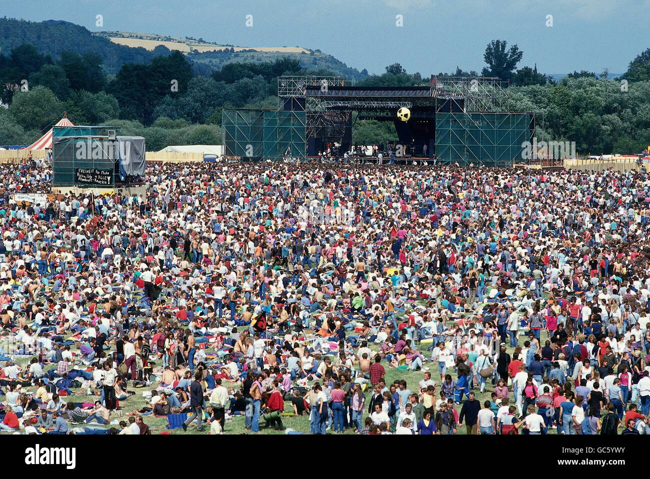 music, concert, concerts, Anti-WAAhnsinns Festival, against, nuclear energy, atomic energy, crowd and stage, Burglengenfeld, - Stock Image