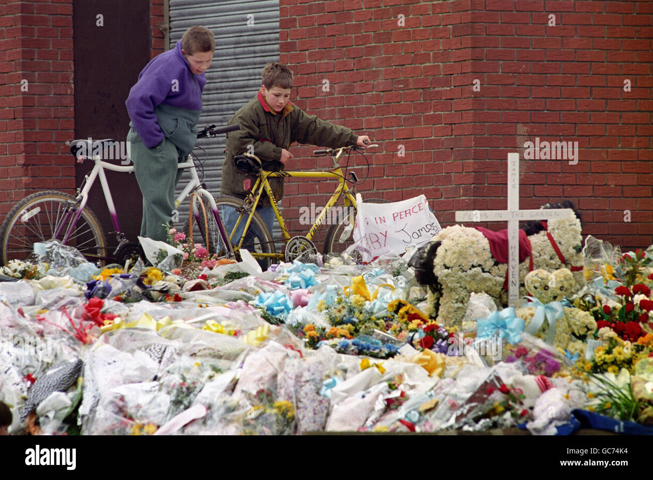 JAMES BULGER TRIBUTES - Stock Image