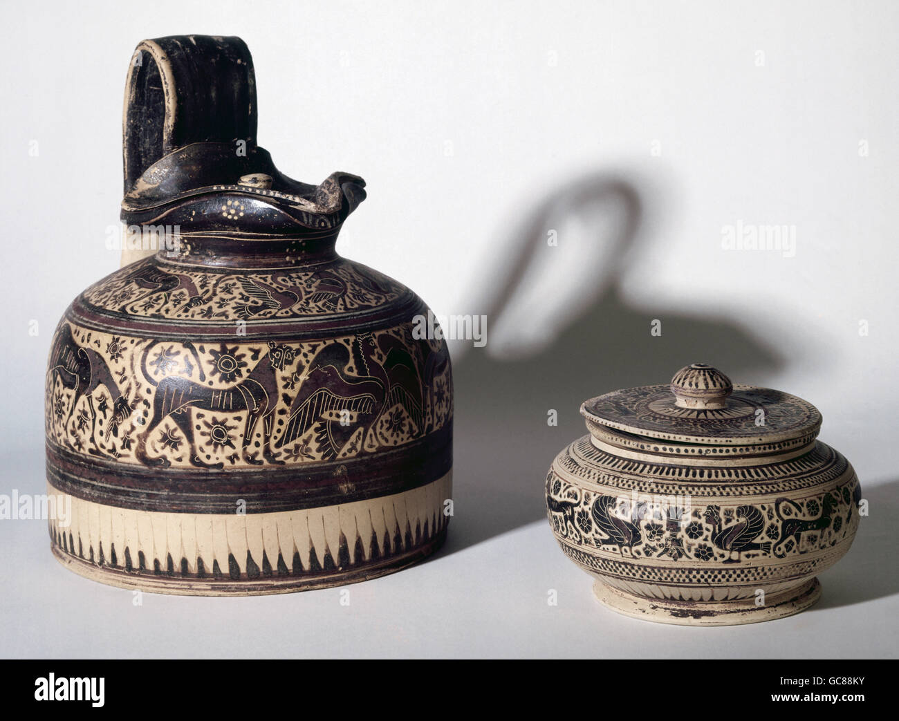 fine arts, ancient world, Greece, craft / handcraft, vessel, Corinthian jug and pyxis, circa 600 BC, ceramics, national - Stock Image