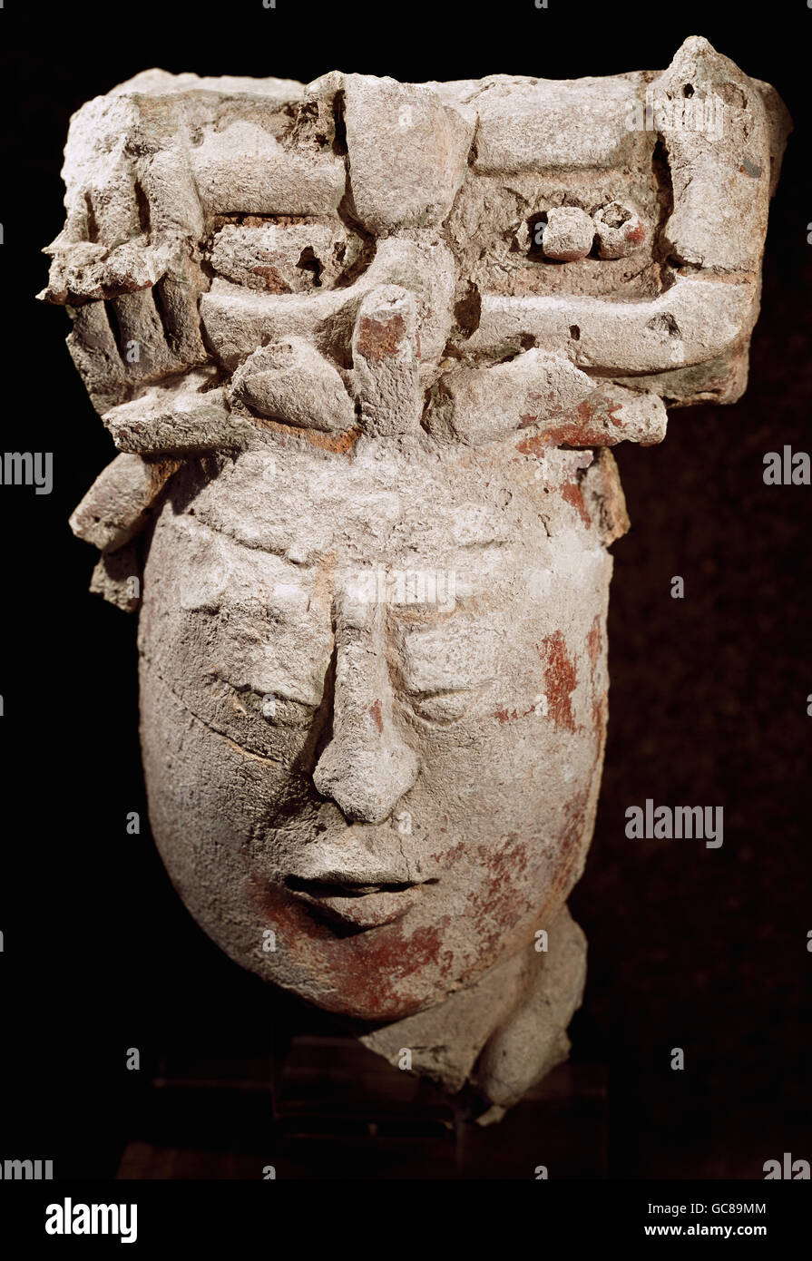 archaeology / archeology, Maya civilization, head, stucco, height 38.7 cm, Palenque, 500 - 800 AD, Stolper Galleries, - Stock Image