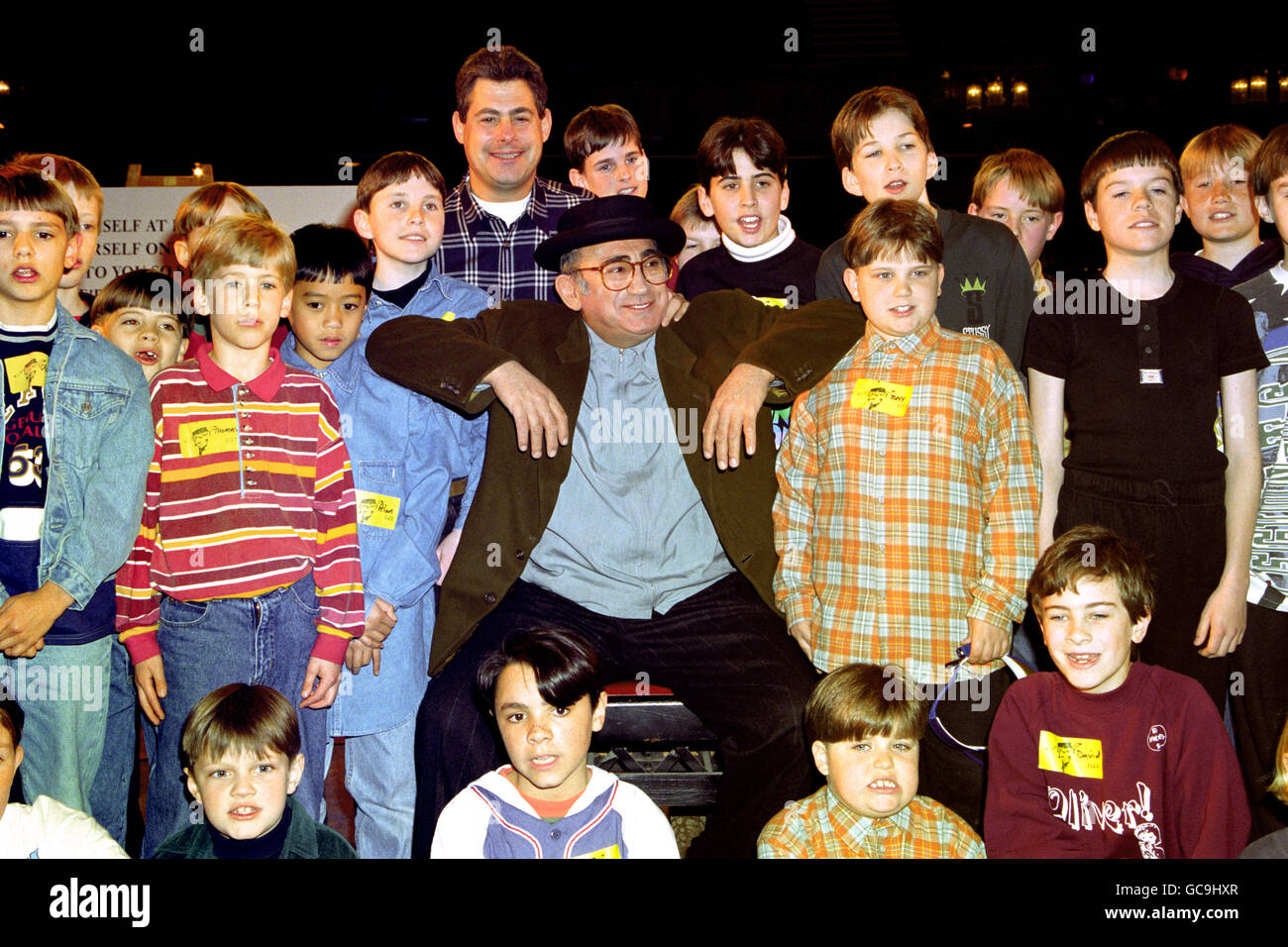 LIONEL BART WITH OLIVER HOPEFULS - Stock Image