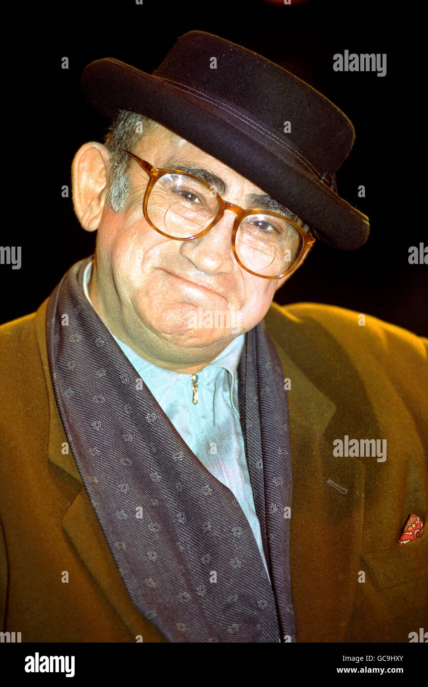 COMPOSER LIONEL BART DURING AUDI - Stock Image