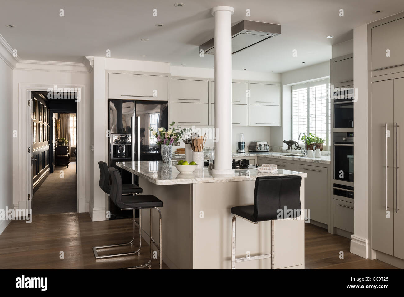 Open plan modern kitchen designed by Stepahnie Dunning - Stock Image