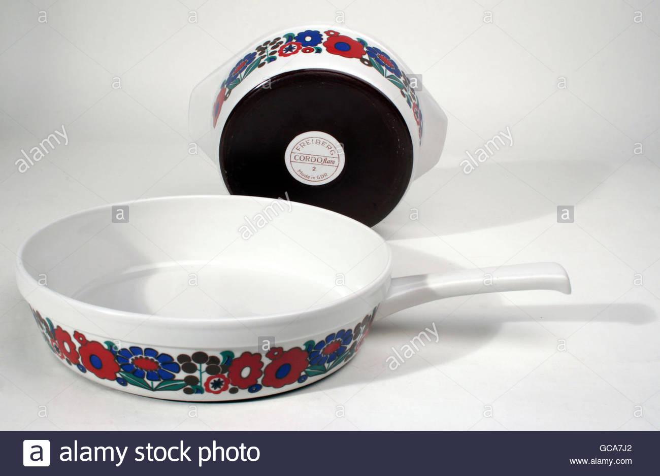 household, dishes, cookware, set 'Cordoflam', porcelain, VEB Porzellanwerk Freiberg, 1966/1967, Design von - Stock Image