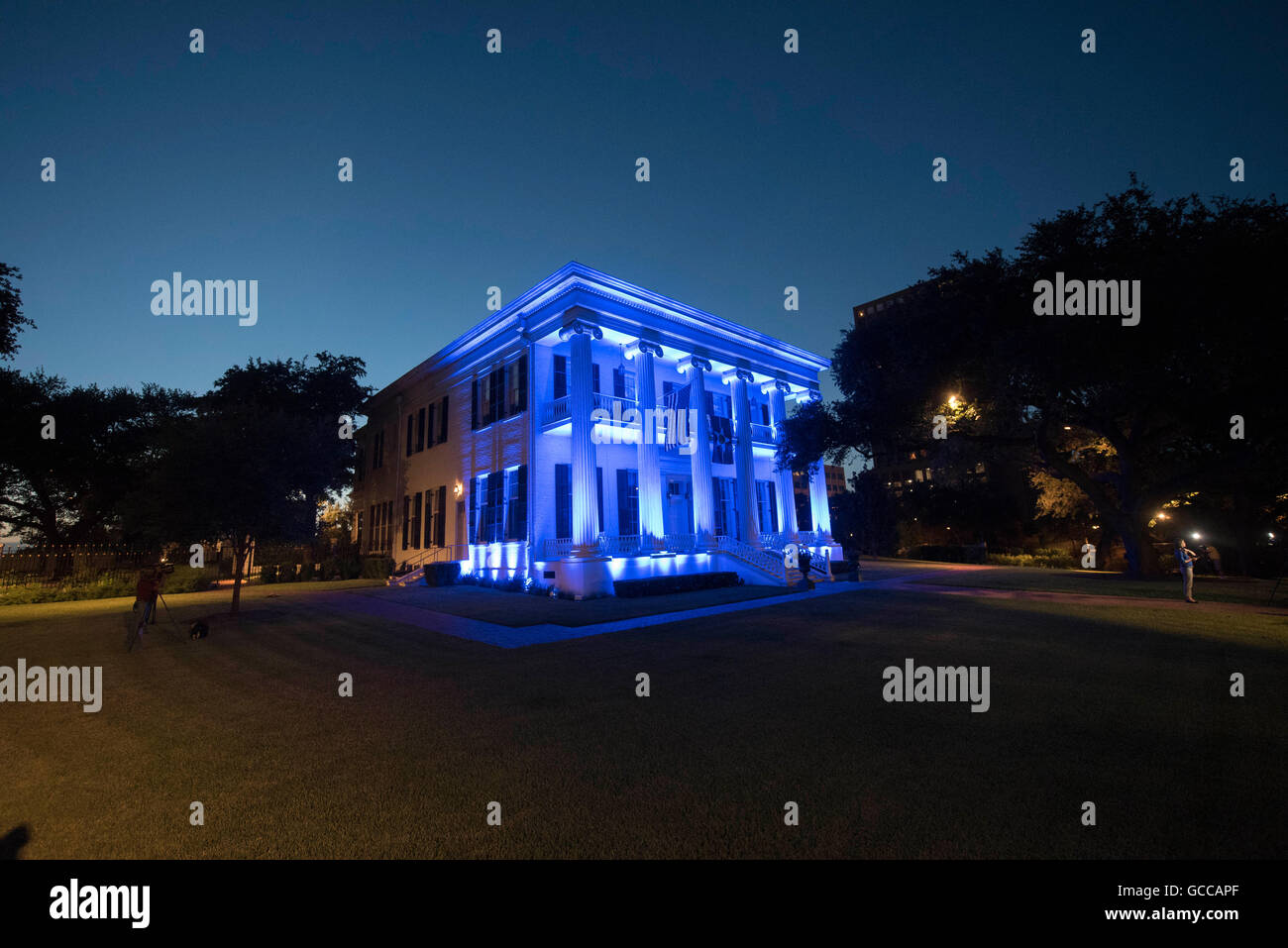 Texas Governor's Mansion bathed in blue light to honor 5 slain police officers killed by a sniper the previous - Stock Image