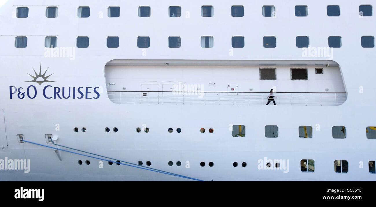 P&o Cruise Ship Crew Stock Photos & P&o Cruise Ship Crew