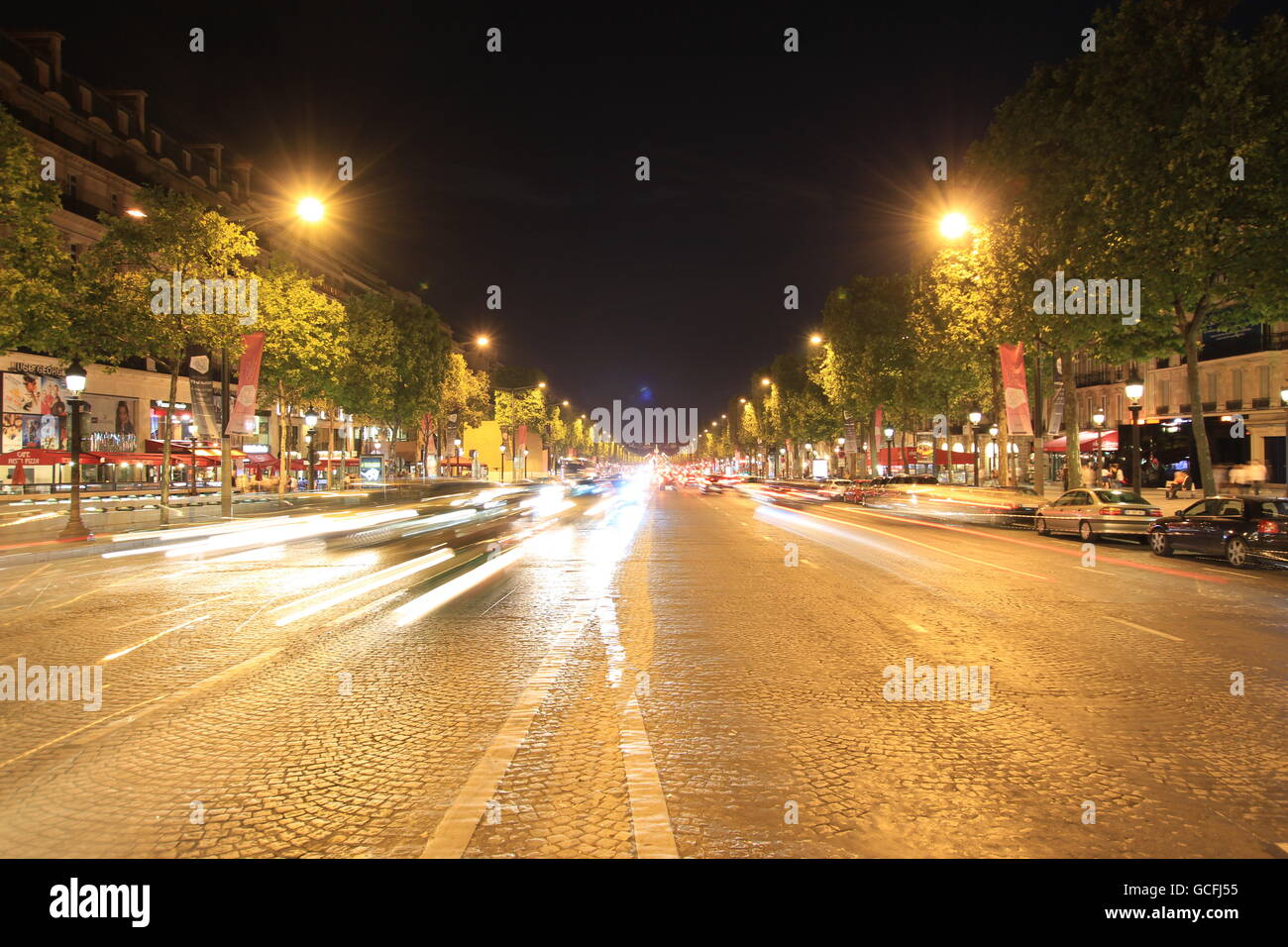 The Avenue des Champs-Elysées is probably the most famous avenue in the world. - Stock Image