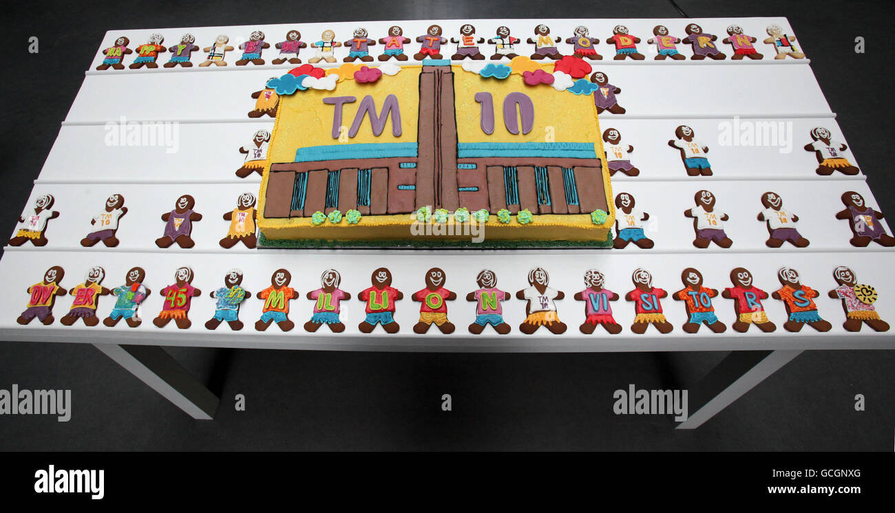 Tate Modern 10th birthday - Stock Image