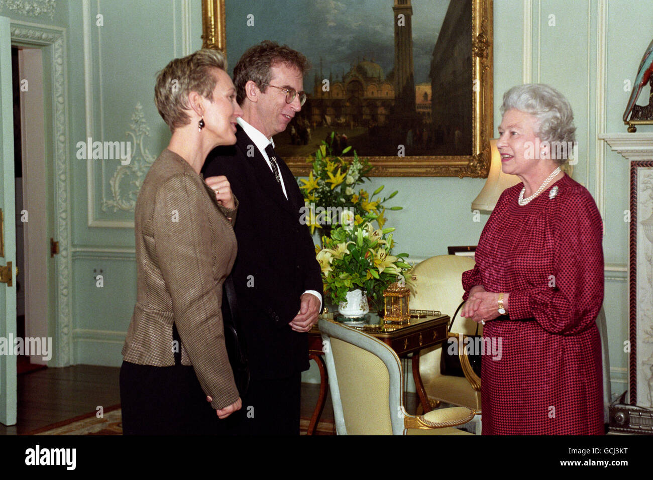 QUEEN MEETS PETER CAREY & WIFE - Stock Image