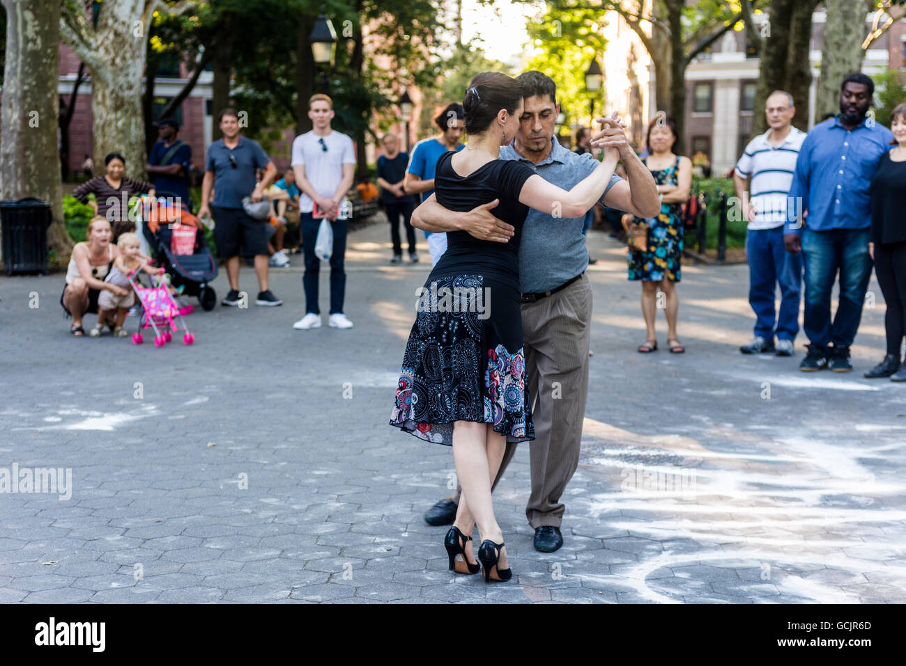 New York, NY - Adults of all ages learn to tango in Washington Square Park. ©Stacy Walsh Rosenstock /Alamy - Stock Image