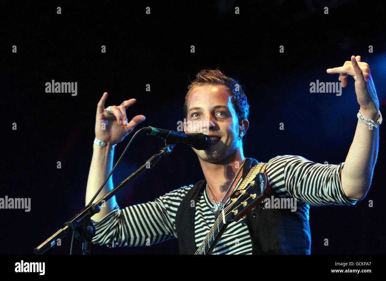 James Morrison performs at Epsom Downs racecourse - Stock Image