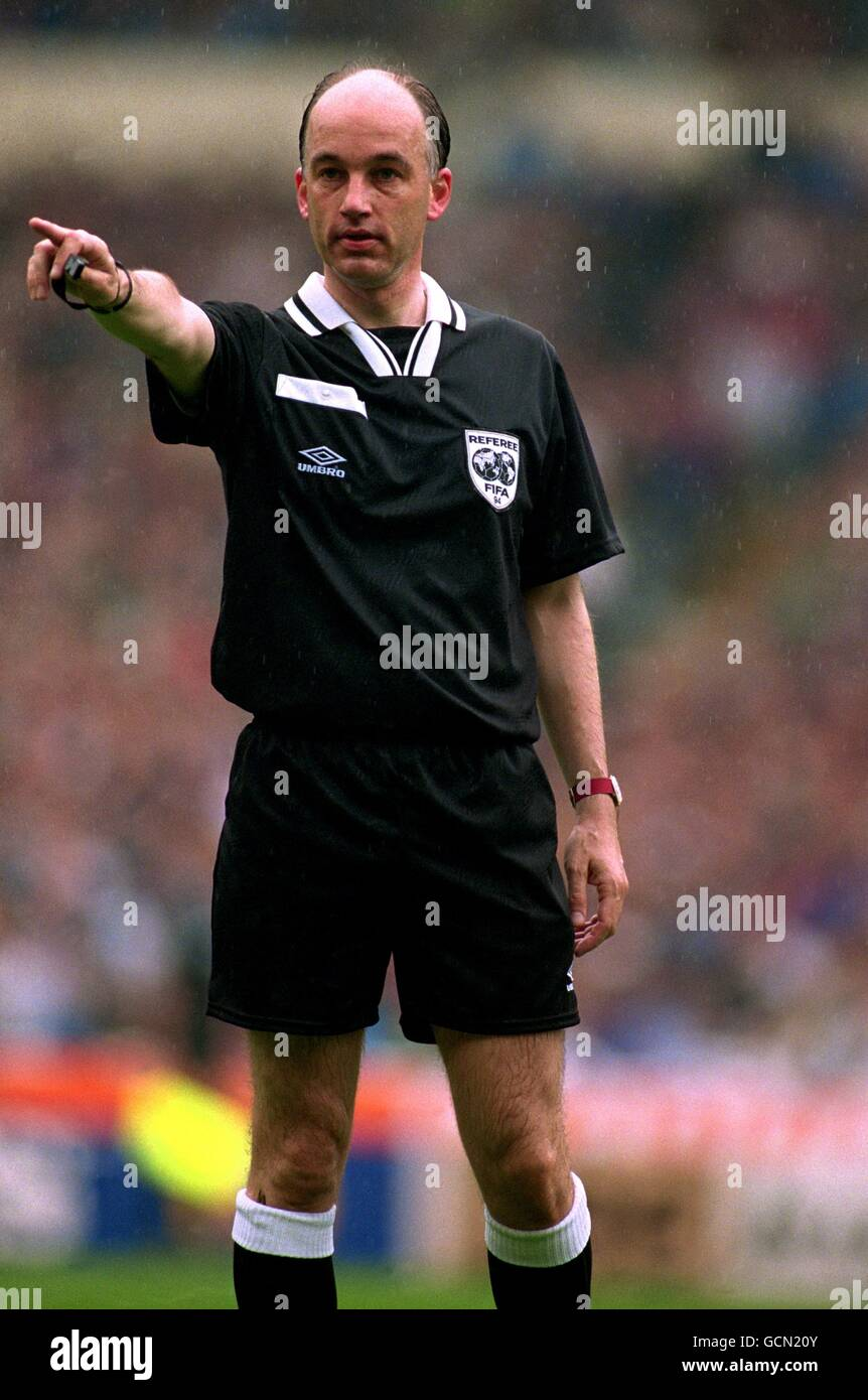 Referee For The 1994 F A Cup Final Stock Photos & Referee For The