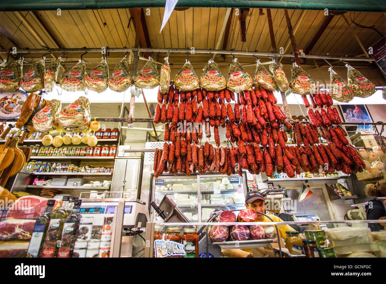 NEW YORK CITY - NOVEMBER 8, 2013: Italian deli in speciality market in Little Italy, Arthur Avenue in The Bronx - Stock Image
