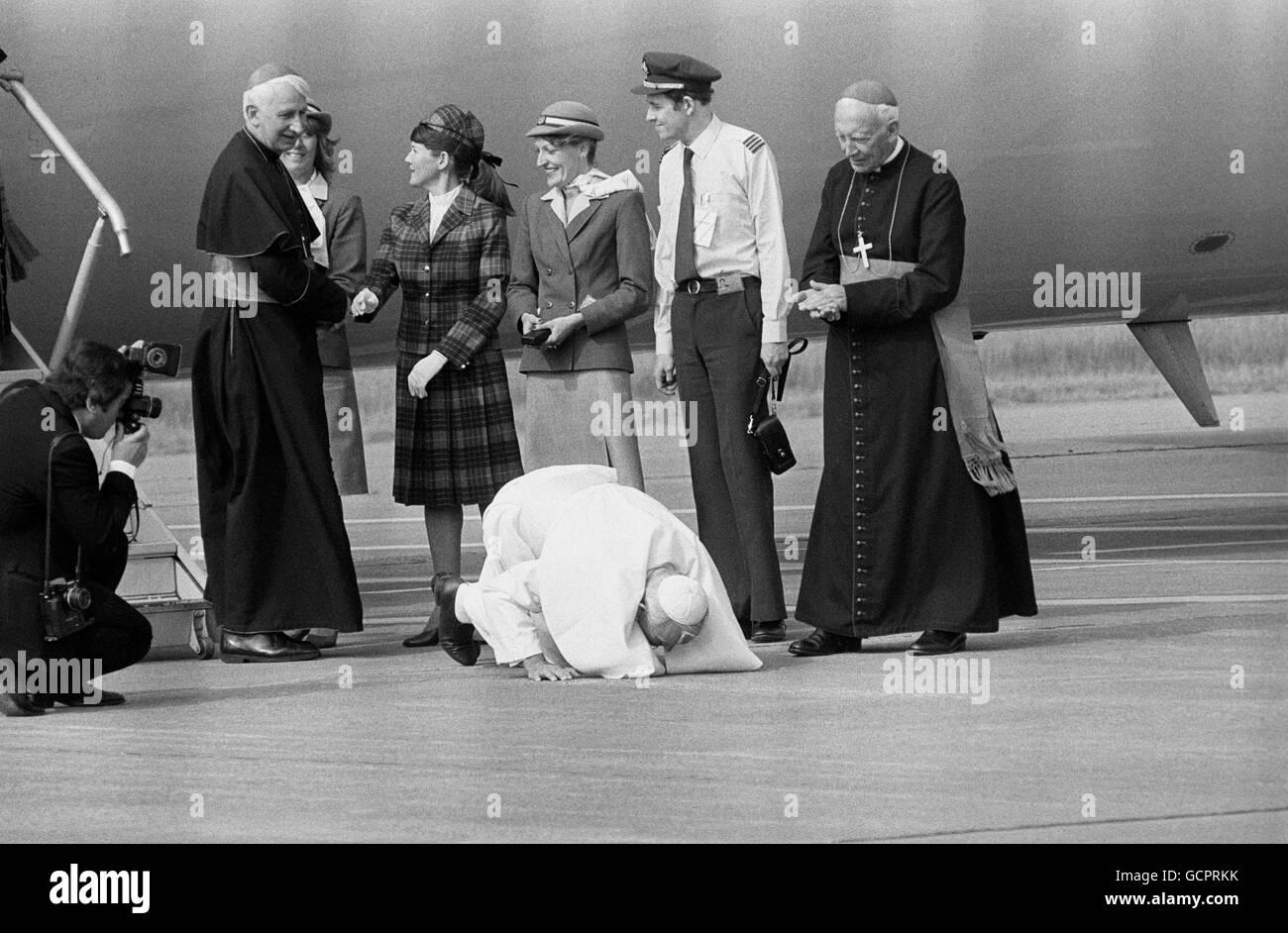 Religion - Pope John Paul II Visit to Britain - Cardiff Airport - 1982 Stock Photo