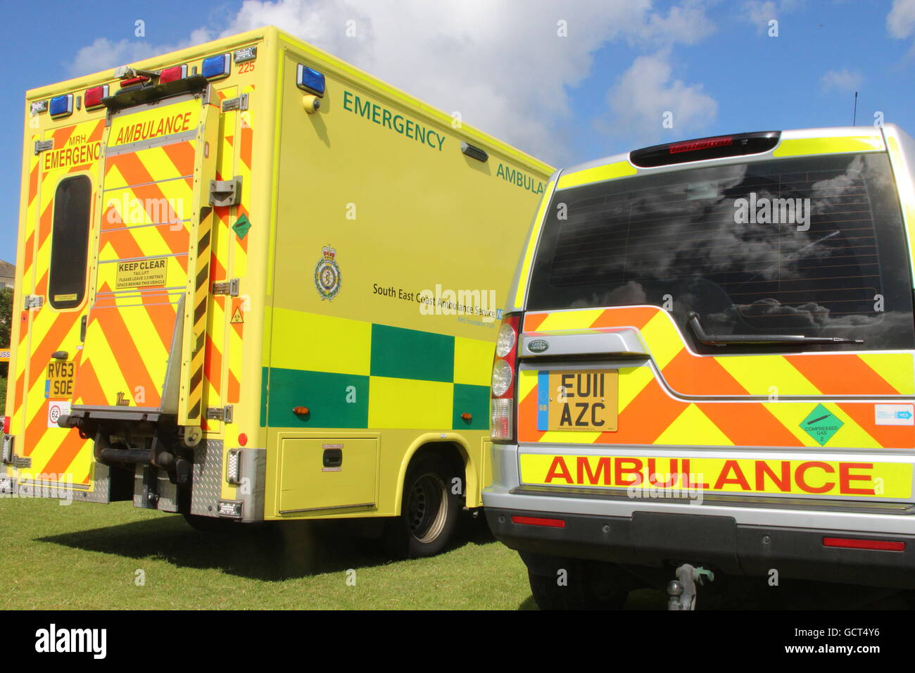 BACK OF SOUTH EAST COAST AMBULANCE VEHICLES PARKED TOGETHER,AN EMERGENCY AMBULANCE AND A FIRST RESPONSE PARAMEDIC - Stock Image