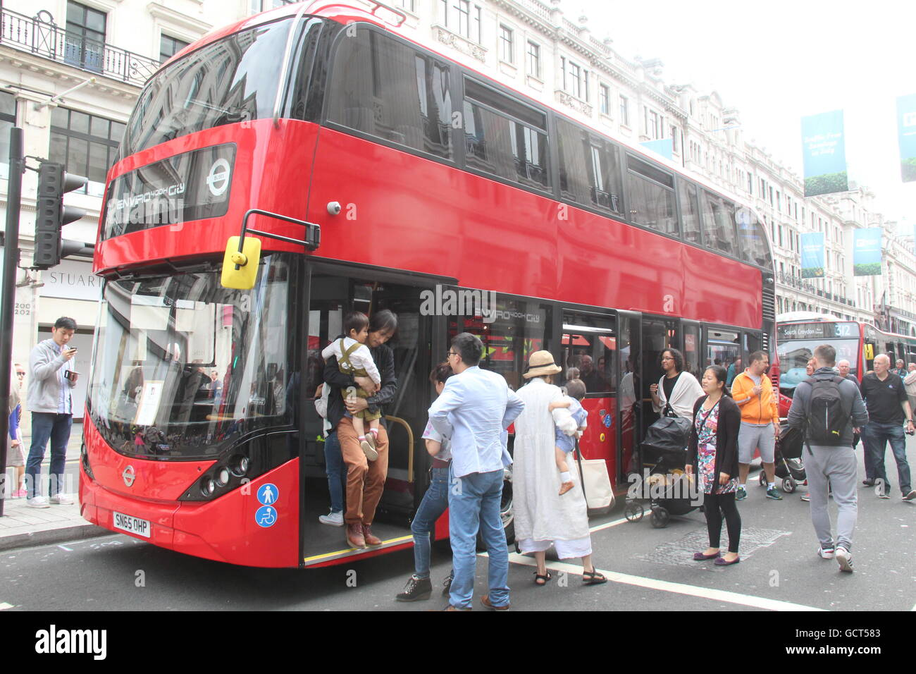 ALEXANDER DENNIS ENVIRO 400H CITY RED LONDON BUS NEARSIDE LANDSCAPE VIEW AT TRANSPORTED BY DESIGN FESTIVAL IN LONDON - Stock Image
