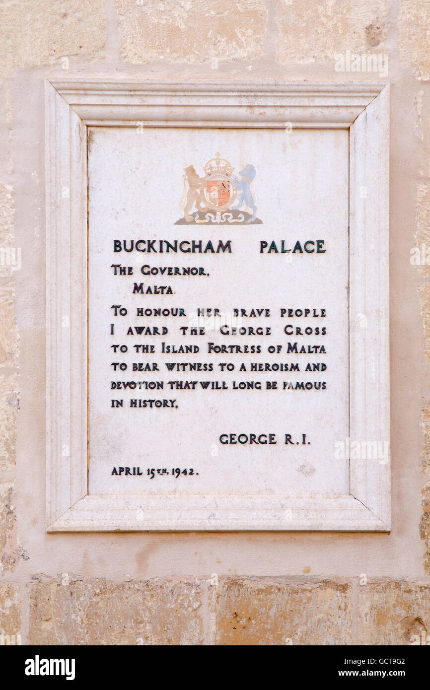 Stone plaque outside Palace Armoury commemorating Malta receiving the George Cross in 1942, Valletta, Malta - Stock Image