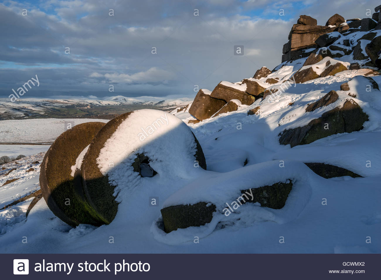 Stanage Edge Winter Millstones - Stock Image
