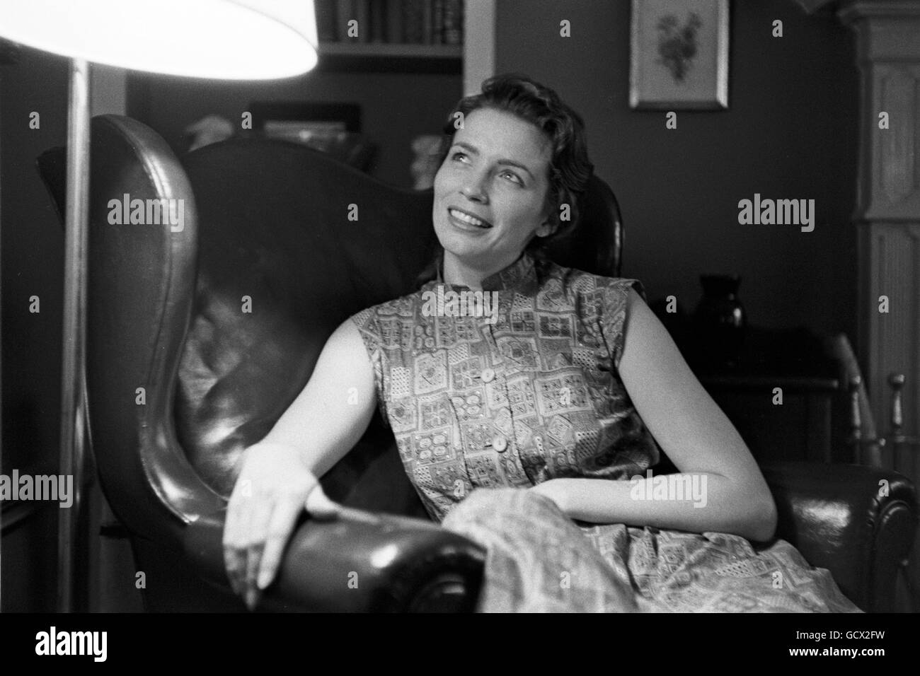 June Carter, photographed at home in 1956. The location is somewhat uncertain, but is most likely Madison Tennessee. - Stock Image