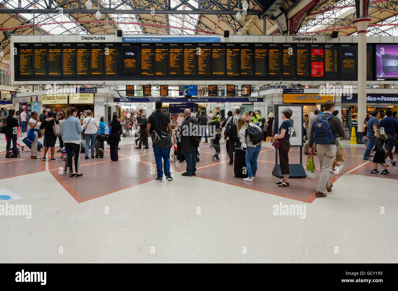Departure boards in the main concourse of Victoria Railway Station in London. - Stock Image
