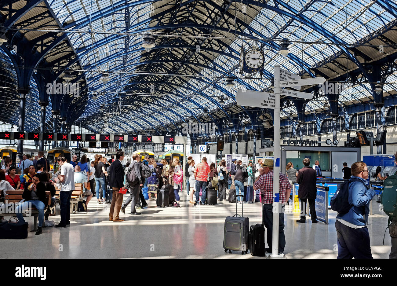 Editorial Use - Commuters and passengers waiting for trains on the concourse at Brighton Railway Station Southern - Stock Image