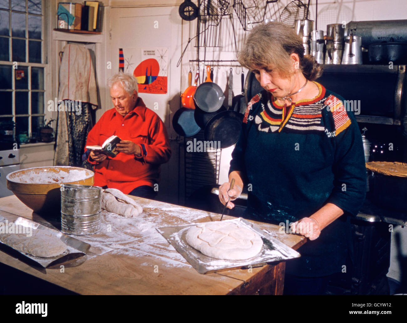 Alexander Calder and his wife Louisa, at home in Roxbury, Connecticut. April, 1958. - Stock Image