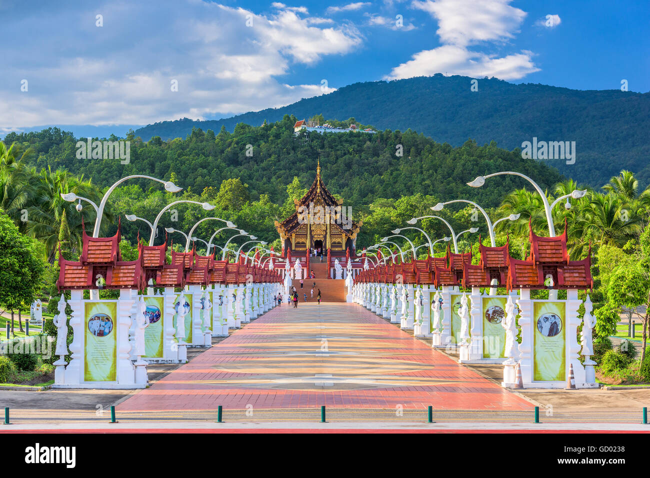 CHIANG MAI, THAILAND - OCTOBER 15, 2015: Walkway to the Pavilion of Royal Flora Ratchaphruek Park. - Stock Image