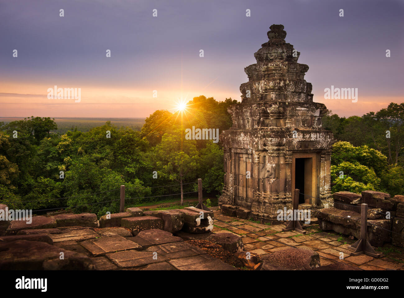 View of the sun setting over the Cambodian countryside from the summit of Phnom Bakheng. - Stock Image