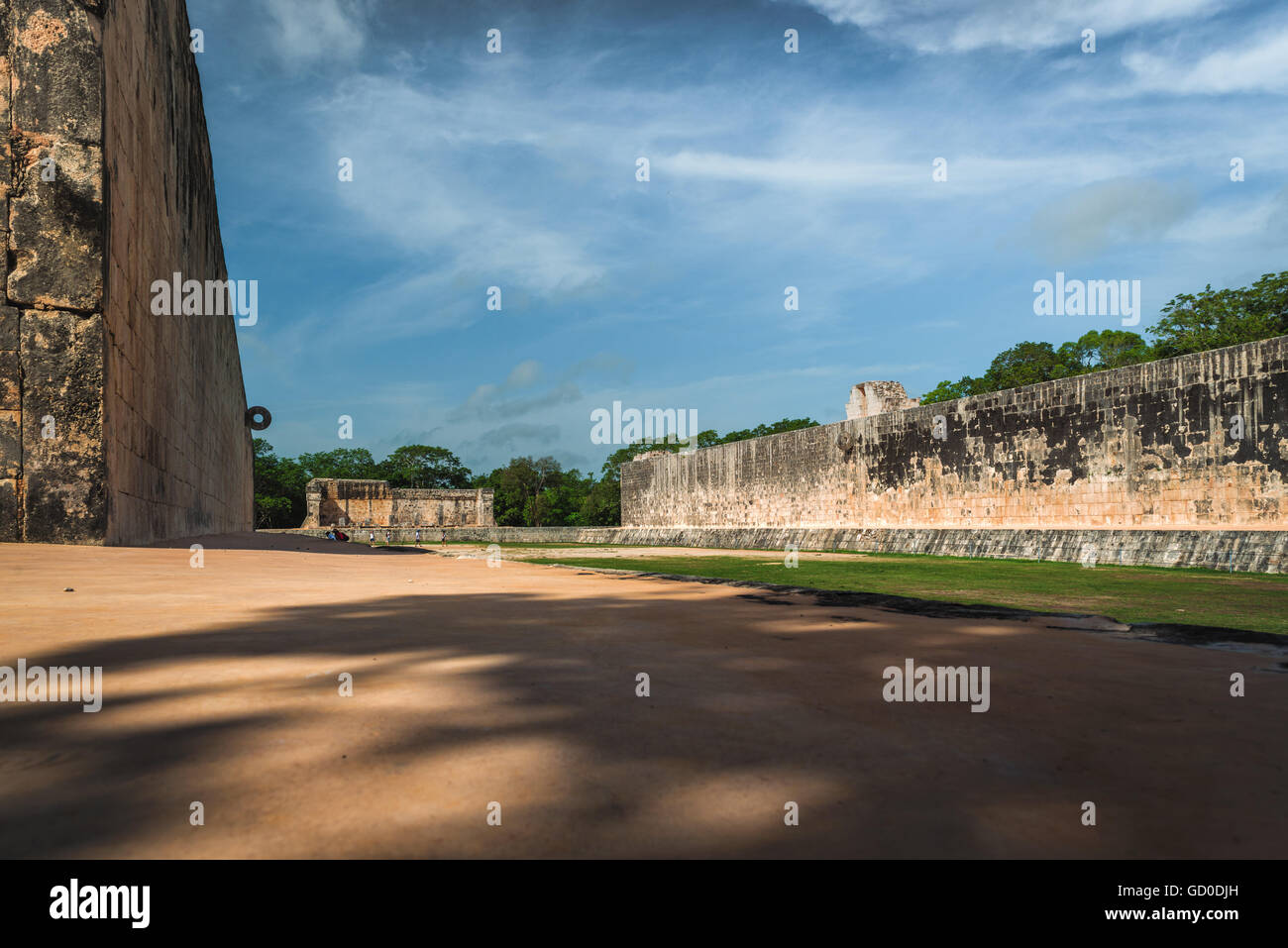The Great Ballcourt at the Mayan ruins of Chichen Itza, Mexico. - Stock Image