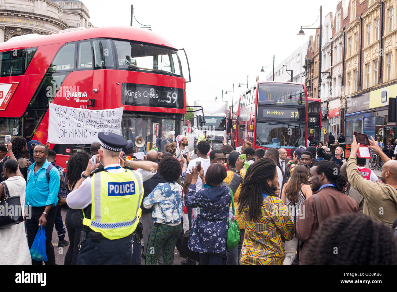 Brixton, London, UK. 9th July 2016. Bus stopped by Black Live Matters protesters. Hundreds of Black Lives Matter - Stock Image