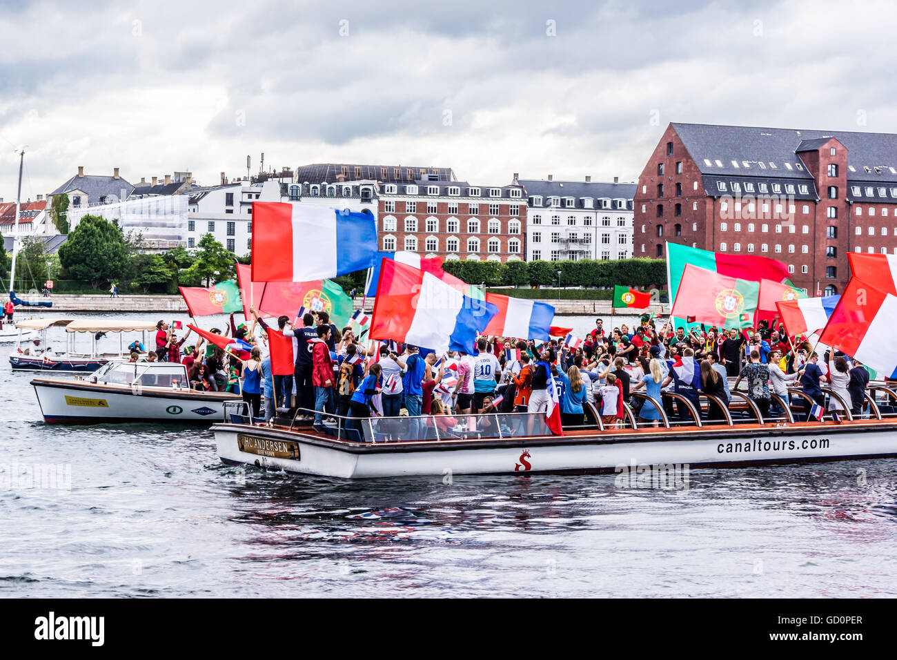 Copenhagen, Denmark. 10th July, 2016. Supporters from France and Portugal saling on canal boats in Copengaen, cheering - Stock Image