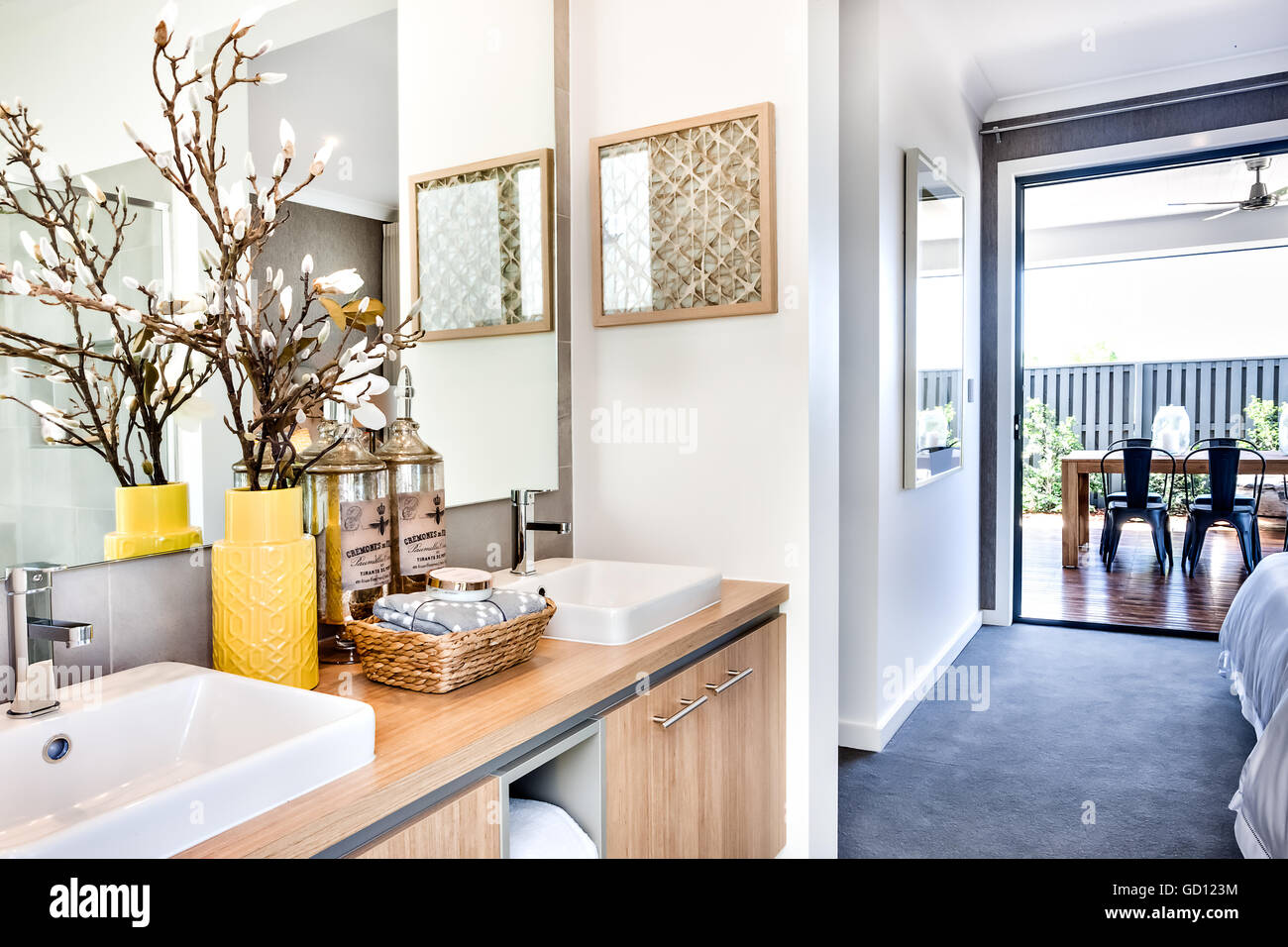 Washroom Outside Stock Photos & Washroom Outside Stock Images - Alamy