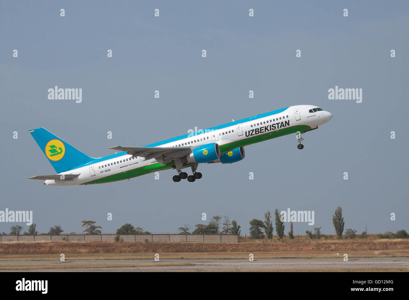 Simferopol, Ukraine - September 13, 2010: Uzbekistan Airways Bowing 757-200 is taking off from the runway - Stock Image