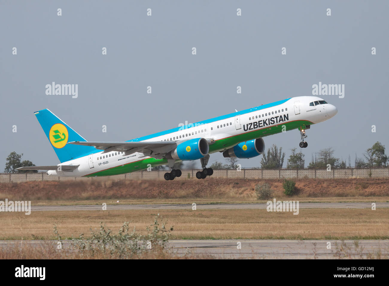 Simferopol, Ukraine - September 13, 2010: Uzbekistan Airways Bowing 757-200 is taking off from the airport - Stock Image