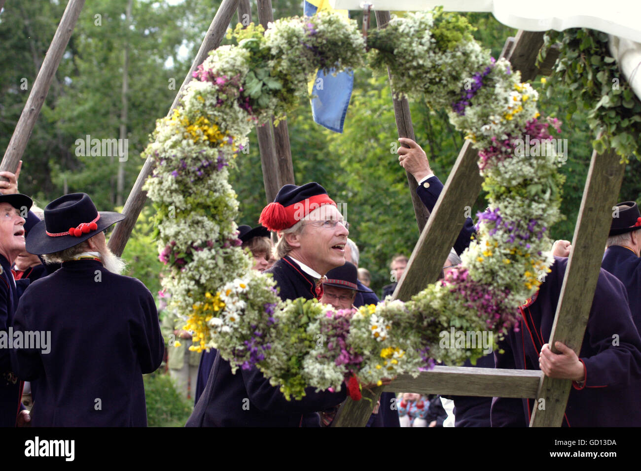 MIDSUMMER people in costumes preparing the festivities - Stock Image