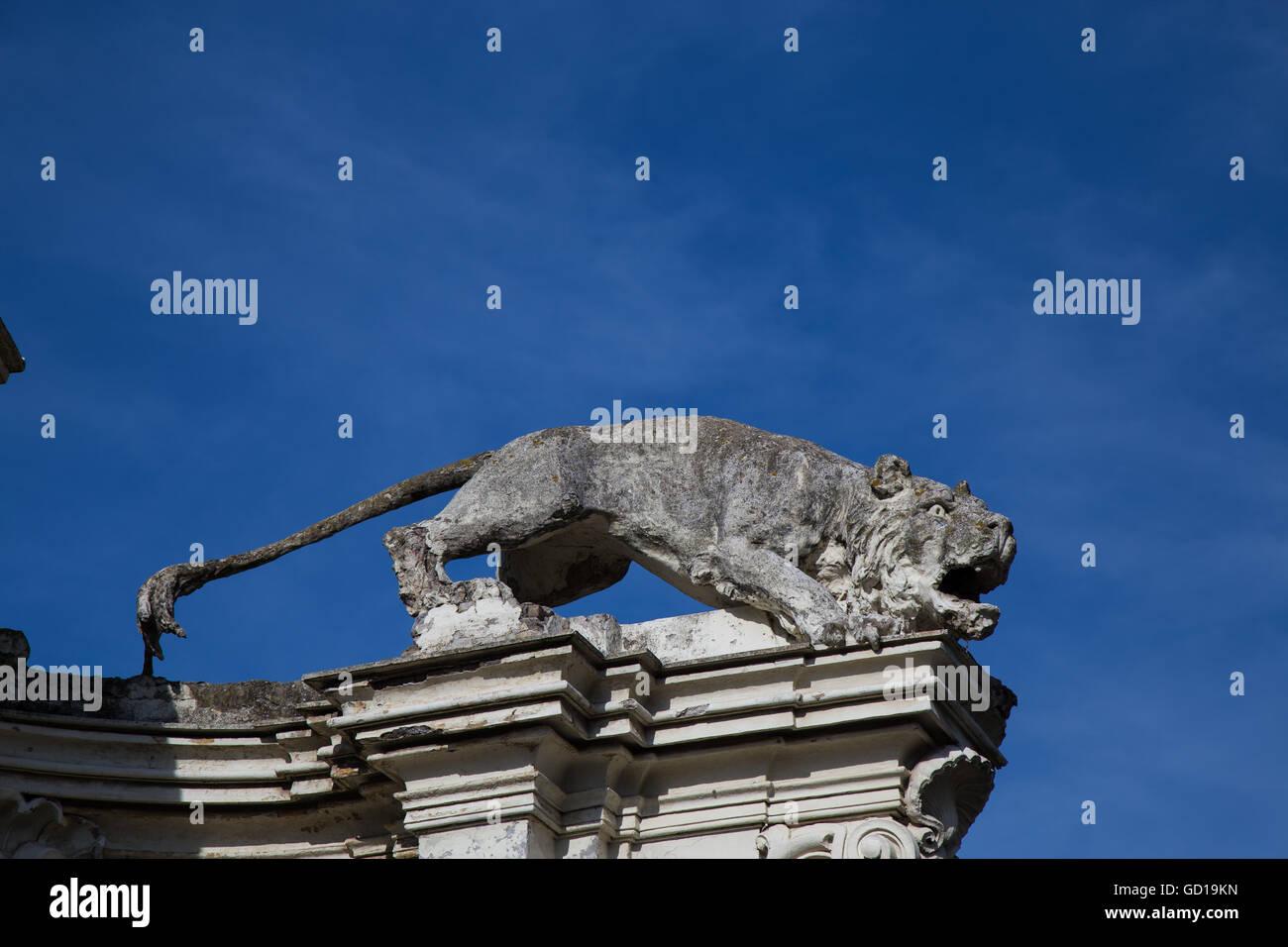Statue of lion in aggressive attitude - Stock Image