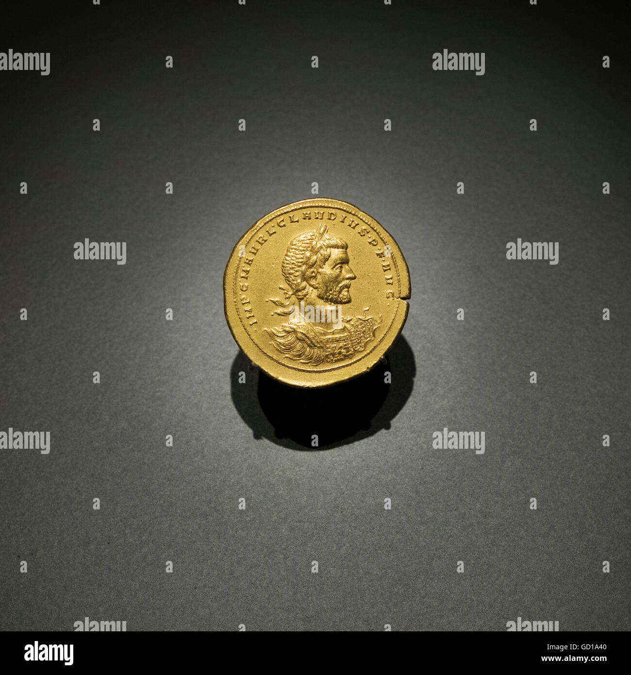 Madrid. Spain. Eight aurei gold coin bearing the portrait of Claudius II, ca. 268 AD, from Mediolanum (Milan, Italy). - Stock Image