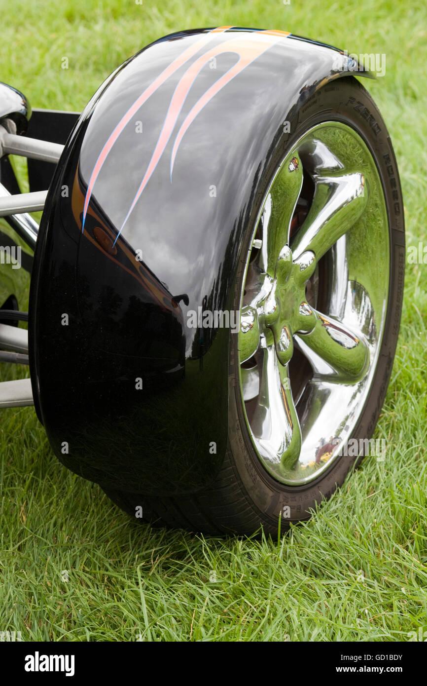 Resultado de imagem para chrysler prowler front wheels