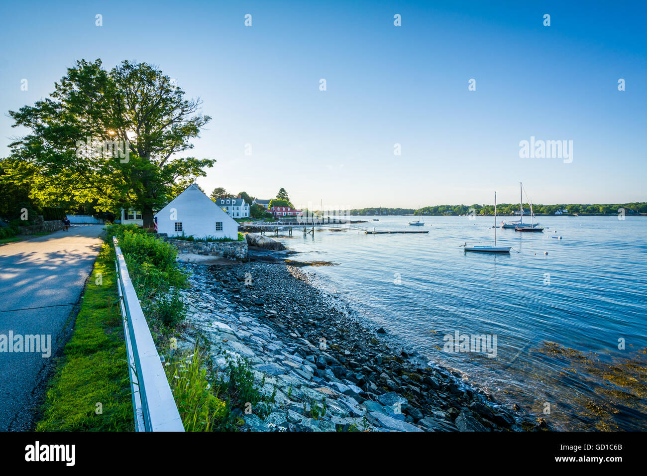 River Road and the Piscataqua River, in New Castle, Portsmouth, New Hampshire. - Stock Image
