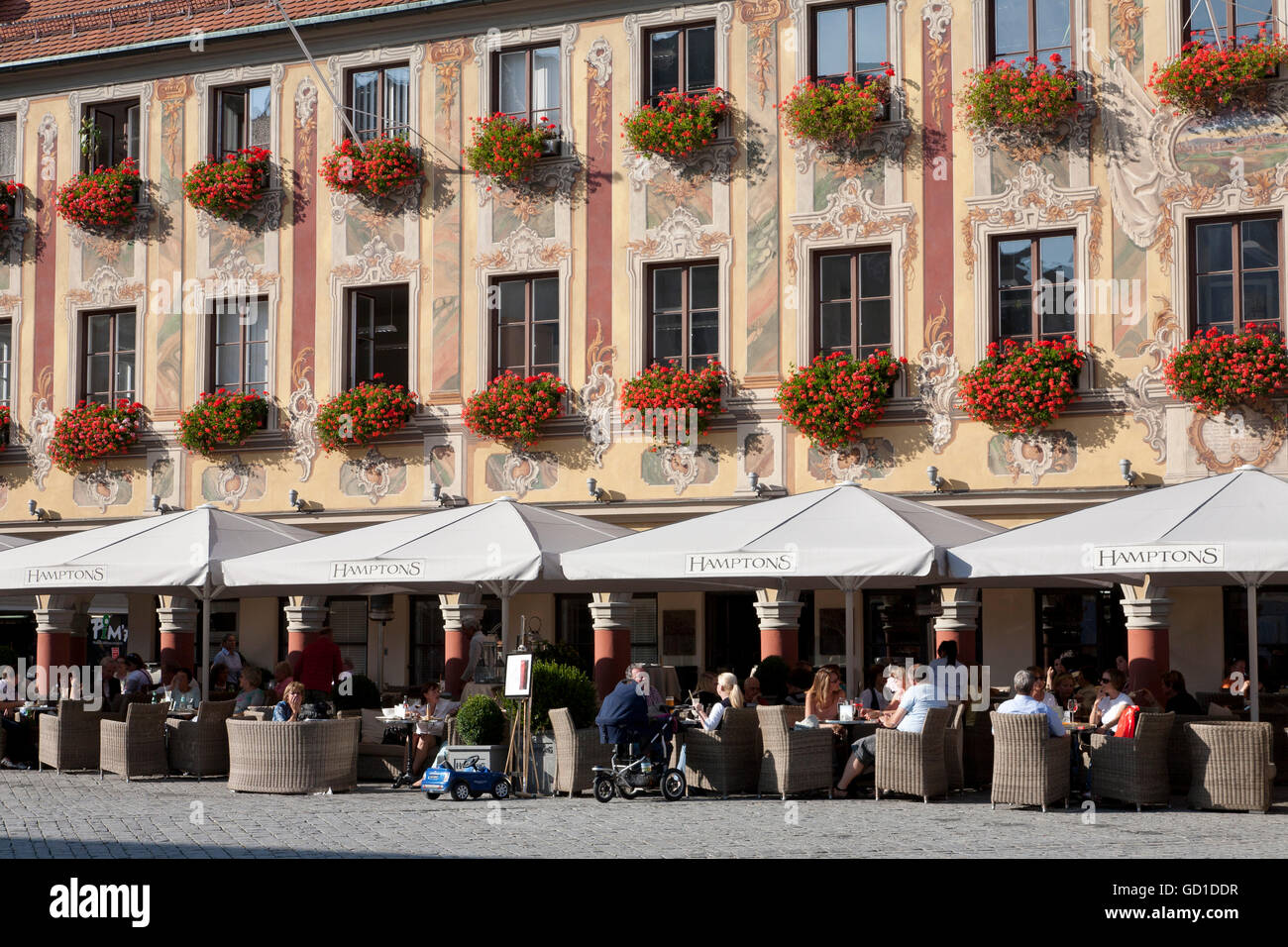 Cafe and restaurant Hamptons in the Steuerhaus building at the market place, Memmingen, Allgaeu, Bavaria - Stock Image