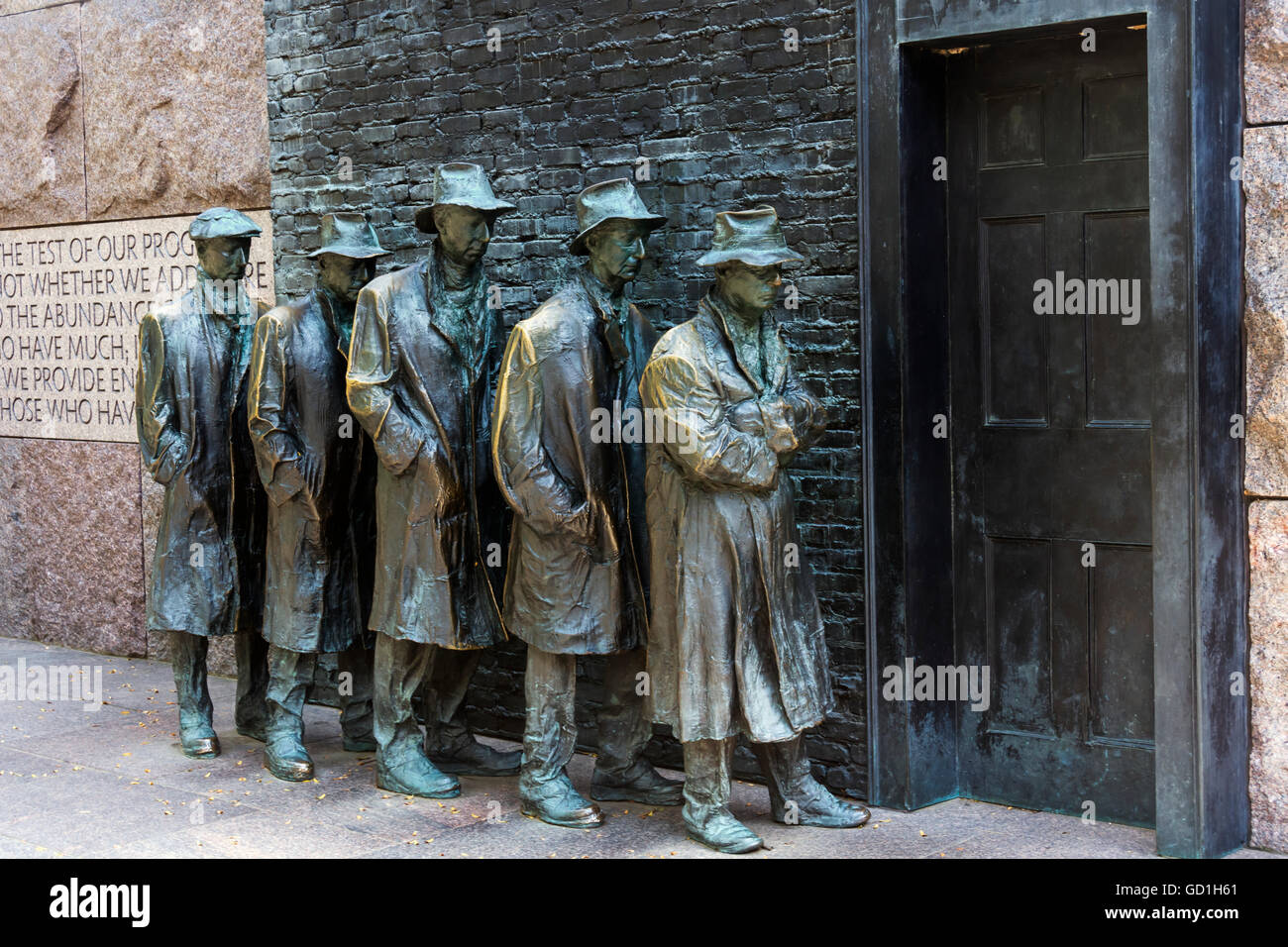 Bronze statue depicting people waiting on a bread line during the Great Depression, Franklin Delano Roosevelt Memorial - Stock Image