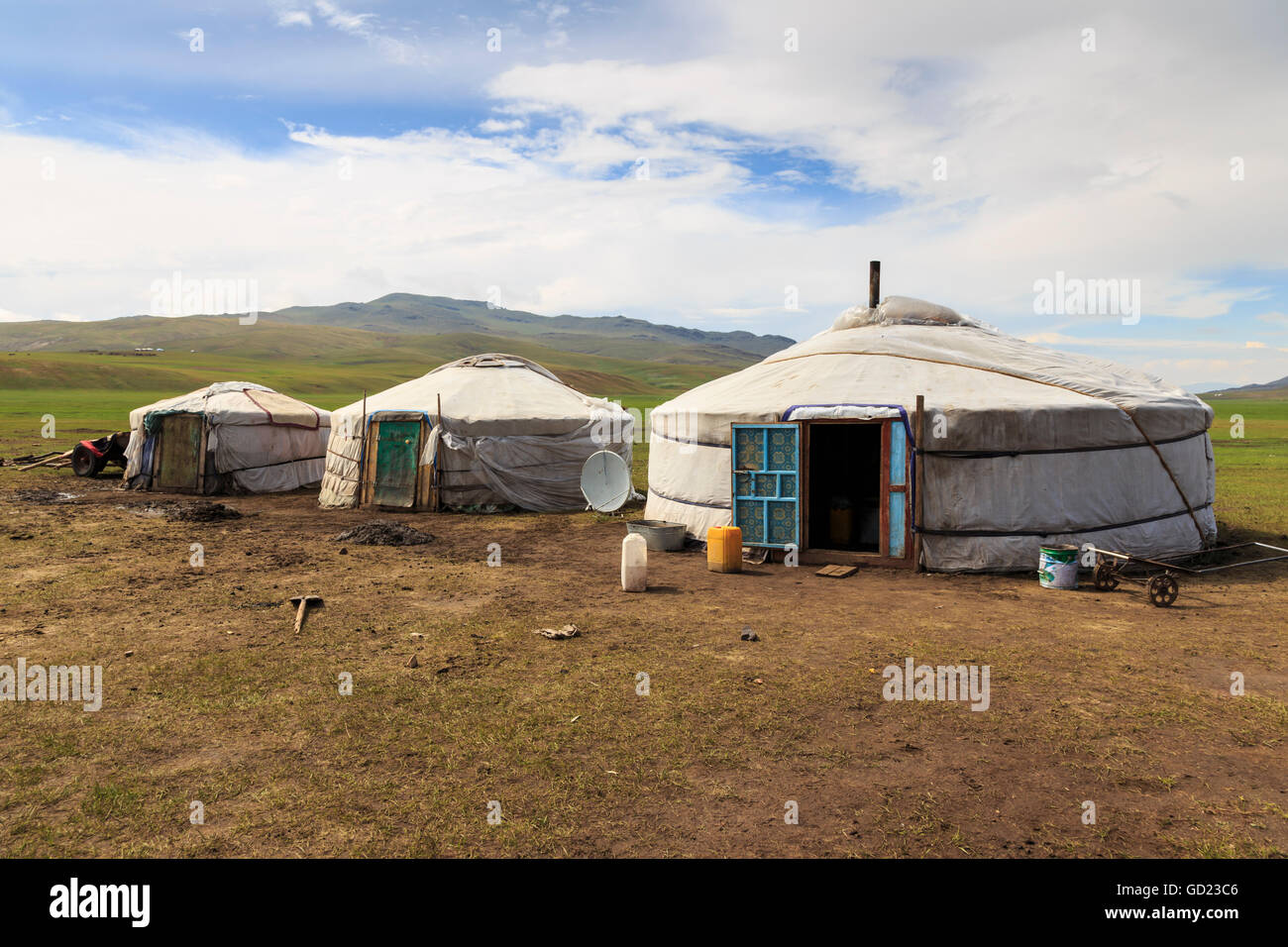 Line of family gers at a Summer nomad camp, distant gers and mountains, Khujirt, Uvurkhangai (Ovorkhangai), Central - Stock Image