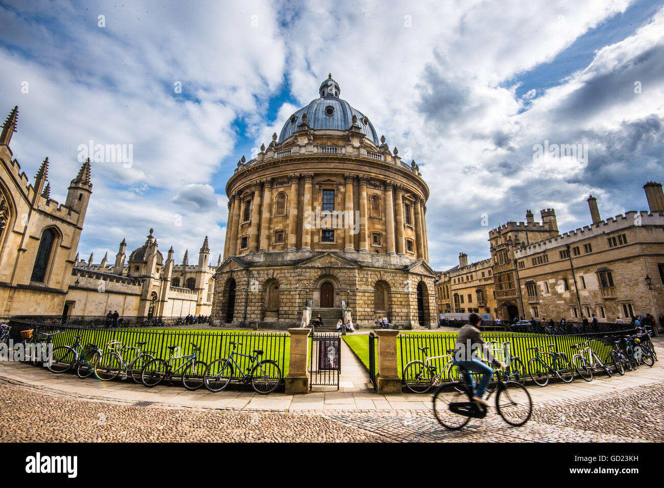 Radcliffe Camera with cyclist, Oxford, Oxfordshire, England, United Kingdom, Europe - Stock Image