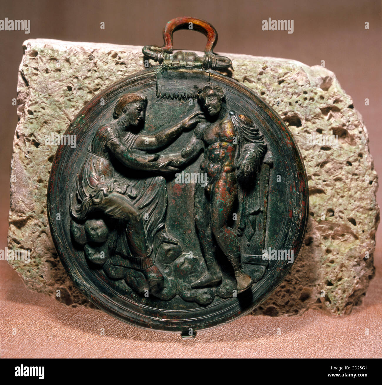 fine arts, bronze, folding mirror with cover, diameter: 13 cm, Orest and Electra at the tomb of Agamemnon, Corinth, - Stock Image
