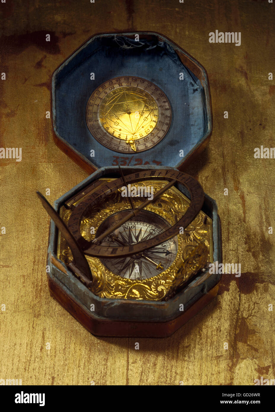 clocks, sundials, sundial in octagonal leather case, diameter: 9,3 cm, Augsburg or Nuremberg, Germany, 2nd half - Stock Image