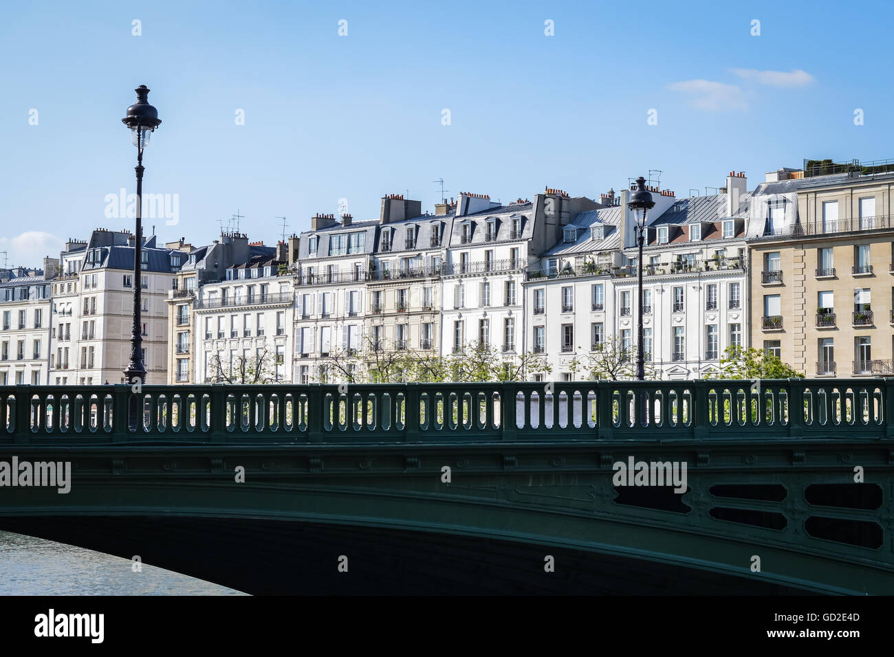 Haussmannian houses in Saint-Louis Island in Paris, with Sully bridge on Seine. France - Stock Image